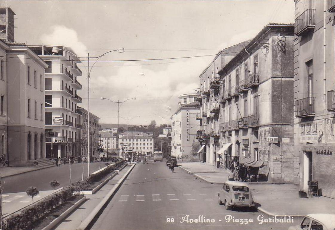 Avellino, piazza Garibaldi