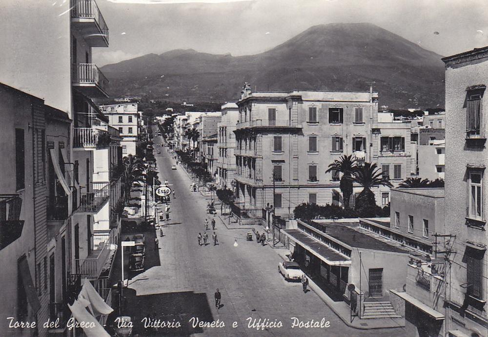Torre del Greco (Na), Via Vittorio Veneto ed ufficio postale