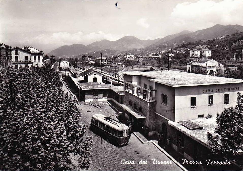 Cava de' Tirreni (Sa), Piazza ferrovia e filobus