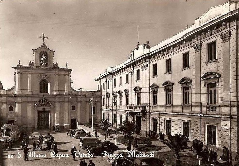 Santa Maria Capua Vetere (Ce), piazza Matteotti