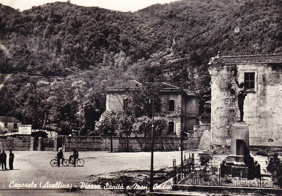Caposele (Av), piazza Sanità e monumento ai caduti