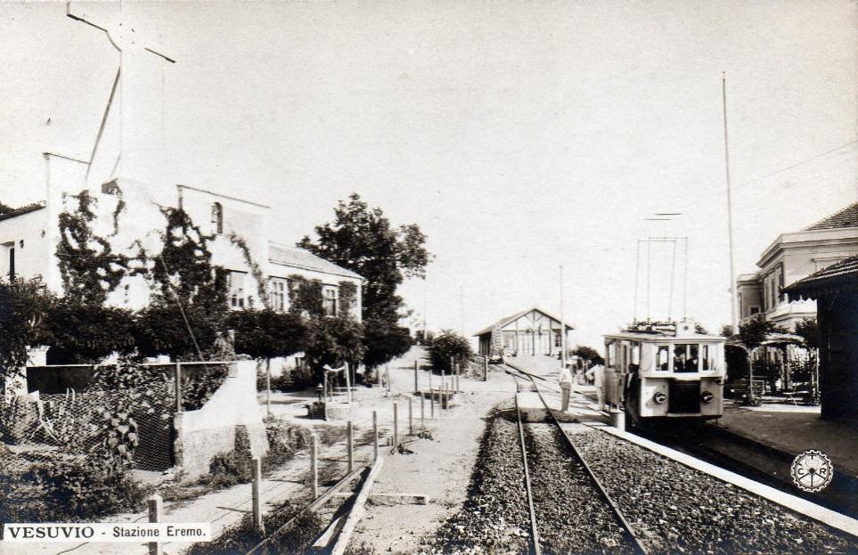 Vesuvio, Stazione Eremo della Ferrovia Vesuviana e chiesetta di S. Salvatore