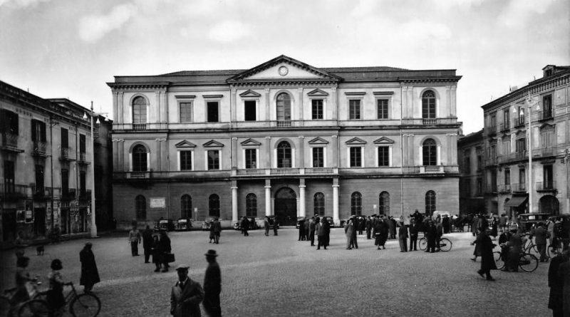 Nola (Na), piazza Municipio