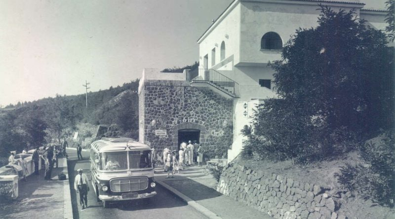 Vesuvio, stazione inferiore seggiovia con autobus